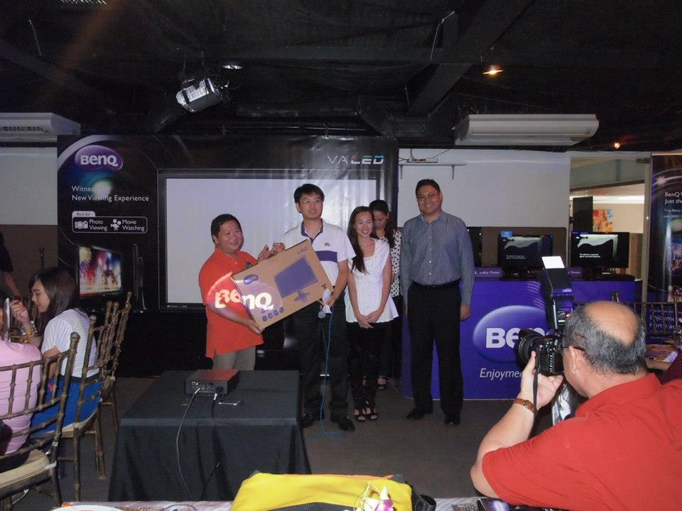 BenQ GW VA LED Raffle Winner Alwin Aguirre of The City Roamer