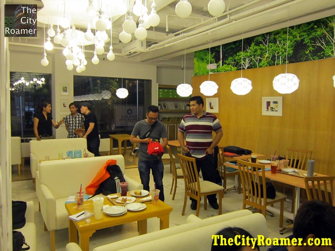 Dining area of Mondo Juice + SIP Milk Tea Rada Makati