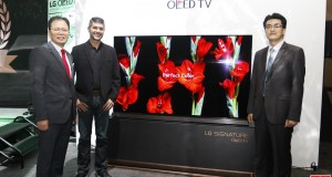 LG Electronics executives with James Deakin at the launch of the 77-inch LG Signature OLED TV