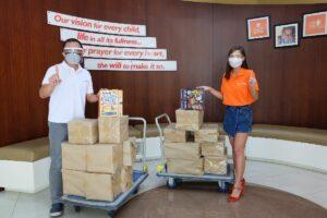 World Vision Celebrity Ambassador Jasmine Curtis-Smith donates books for World Vision